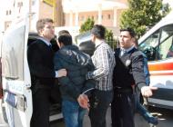 Adliye önünde kavgada polis ve vatandaşlar yaralandı