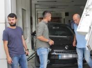 Adana'da otomobil bankaya daldı