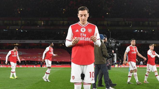 Mesut Özil'e Instagram  paylaşımı sonrası Çin'de tepki